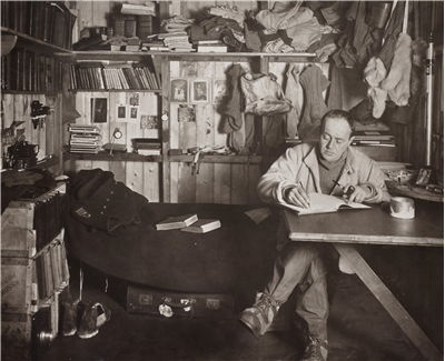 Picture Of Robert Falcon Scott Writing In His Diary 1911